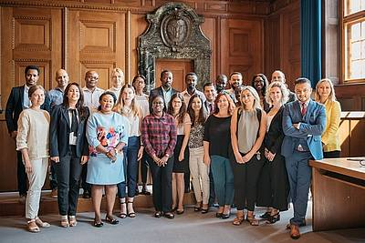 The participants of the Nuremberg Summer Academy for Young Professional 2018 visting Courtroom 600