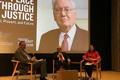 Judge Thomas Buergenthal (middle) in conversation with Anna Cave (Ferencz International Justice Initiative), moderated by Director Klaus Rackwitz