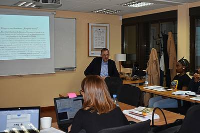 "Director Klaus Rackwitz lecturing in the Master program ""Dynamics of Cooperation, Conflict and Negotiation in International Relations and Diplomacy"" - photo: Berg Institute"